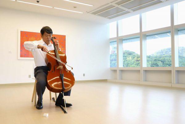 20190925_譚傳德醫師與大提琴-1朱柏瑾攝