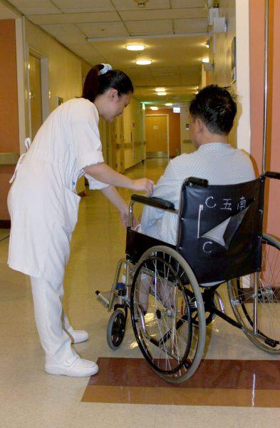 20121024五南護理師照護病人